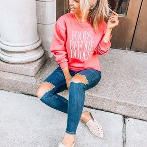 """Tops - Cute graphic sweatshirt """"food before dudes"""""""